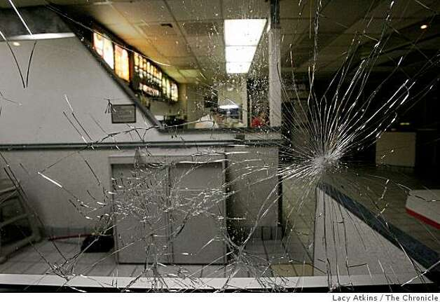 Protesters shattered the window fronts of the McDonalds as they marched downtown on Wed. Jan. 7, 2009, in Oakland, Calif. Photo: Lacy Atkins, The Chronicle