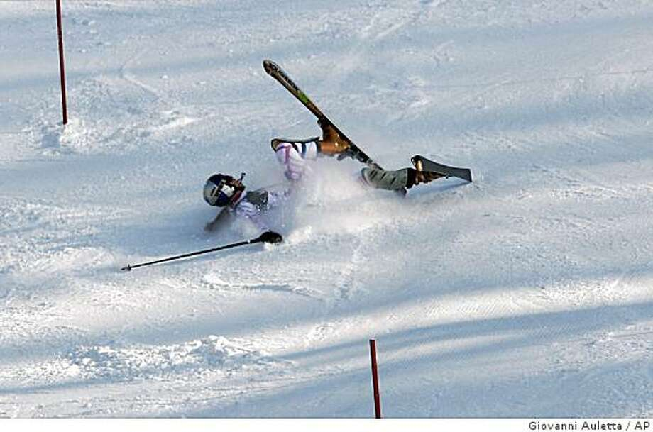 Lindsey Vonn of the United States falls during the second run of the women's World Cup slalom skiing competition at Mount Sljeme, in Zagreb, Croatia, Sunday, Jan. 4, 2009. Vonn was leading after the first run. (AP Photo/Giovanni Auletta) Photo: Giovanni Auletta, AP
