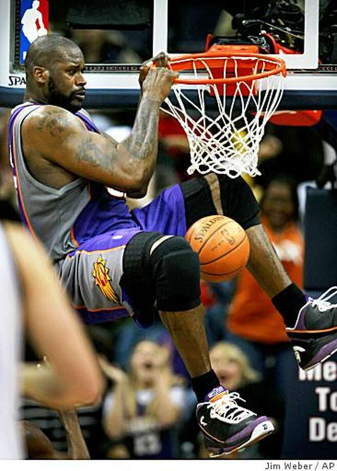 Phoenix Suns center Shaquille O'Neal (32) dunks against the Memphis Grizzlies in the second half of an NBA basketball game Tuesday, Dec. 30, 2008 in Memphis, Tenn. The basket was called back due to an interference call on the play. (AP Photo/Jim Weber) Photo: Jim Weber, AP
