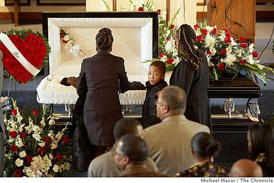 Family and friends gather to pay their respects at the funeral service for 22-year-old Oscar Grant at the Palma Ceia Baptist Church in Hayward, Calif on Wednesday Jan. 7, 2009. Photo: Michael Macor, The Chronicle