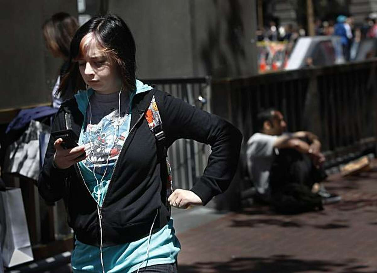Kelsey Burt, 19, of San Francisco listens to music on her MP3 player in San Francisco, Calif. on Tuesday August 17, 2010.Kelsey Burt, 19, of San Francisco listens to music on her MP3 player in San Francisco, Calif. on Tuesday August 17, 2010.