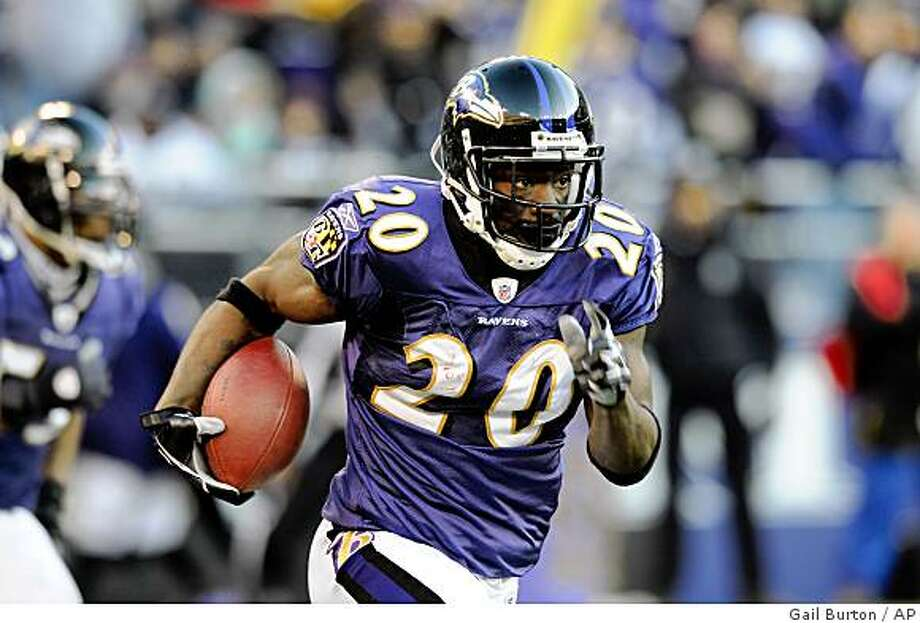** FILE ** In this Nov. 23, 2008 file photo, Baltimore Ravens Ed Reed after an interception runs the ball for a touchdown against the Philadelphia Eagles during a NFL football game in Baltimore. There's one thing every quarterback should know before he throws the ball against the Baltimore Ravens: Where's Ed Reed?  (AP Photo/Gail Burton, File) Photo: Gail Burton, AP