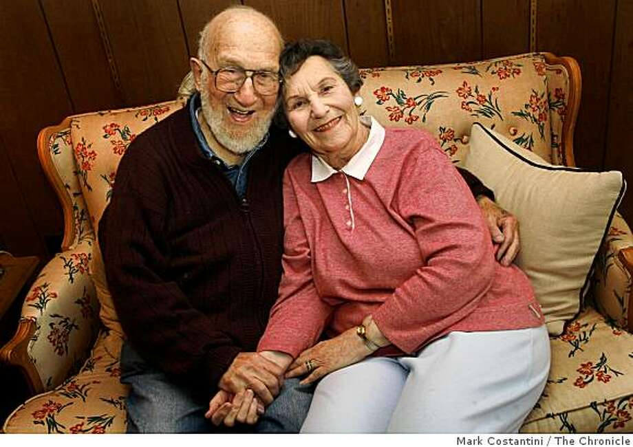 Lillian and Herbert Greenwald pose in Pacifica, Calif. on Wednesday, November 26 2008. Photo: Mark Costantini, The Chronicle