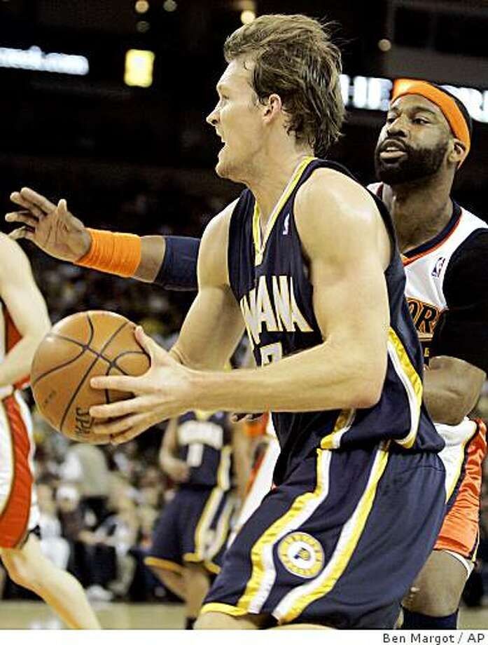Indiana Pacers' Mike Dunleavy drives against Golden State Warriors' Baron Davis during the first half of a basketball game Sunday, Jan. 13, 2008, in Oakland, Calif. (AP Photo/Ben Margot) Photo: Ben Margot, AP