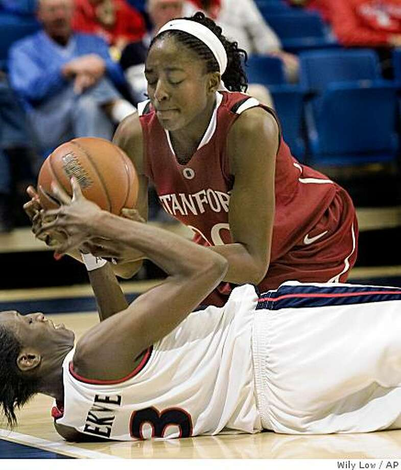 Stanford's Nnemkadi Ogwumike, top, and Arizona's Lfy Lbekwe (3) vie for a loose ball in the first half of a game in Tucson, Ariz., Sunday, Jan. 4, 2009. Photo: Wily Low, AP