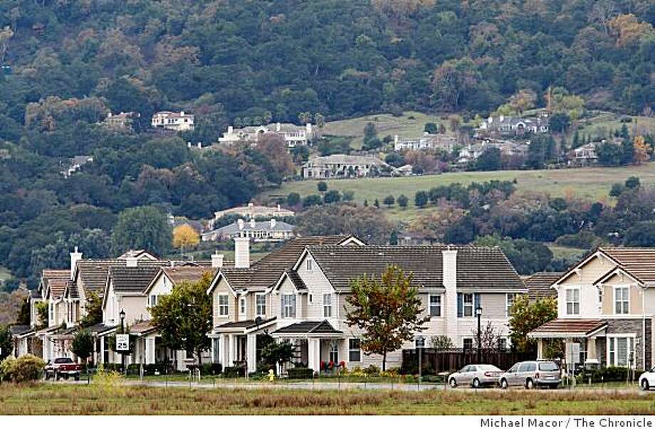 Wednesday Dec. 24, 2008, the Kensington development (foreground) along Bernal Ave. and the I-680 freeway, against the upscale homes dotting the Pleasanton, Calif. Foothills in the background. Photo: Michael Macor, The Chronicle