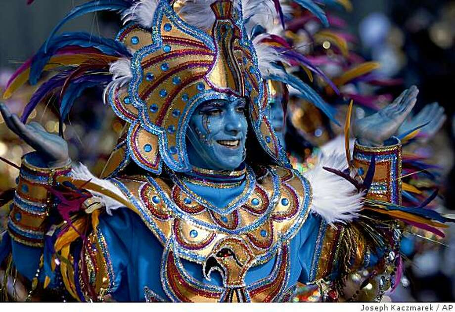 A member of the Woodland string band performs at the city hall judging area during the Mummers Parade in Philadelphia, Thursday, Jan. 1, 2009. (AP Photo/ Joseph Kaczmarek) Photo: Joseph Kaczmarek, AP