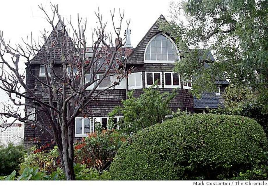 Exterior of a home designed by Willis Polk at 1015 and 1019 Vallejo St. is photographed in San Francisco, Calif.  on Monday, December 15, 2008. Photo: Mark Costantini, The Chronicle