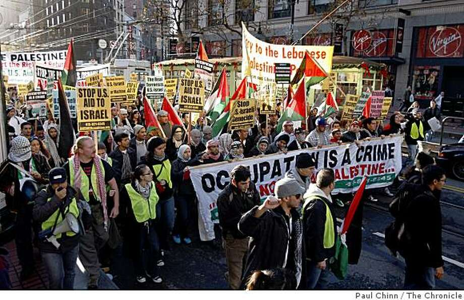 A large crowd of anti-Israeli protesters march down Market Street to the Israeli consulate in San Francisco, Calif., on Friday, Jan. 2, 2009. Photo: Paul Chinn, The Chronicle