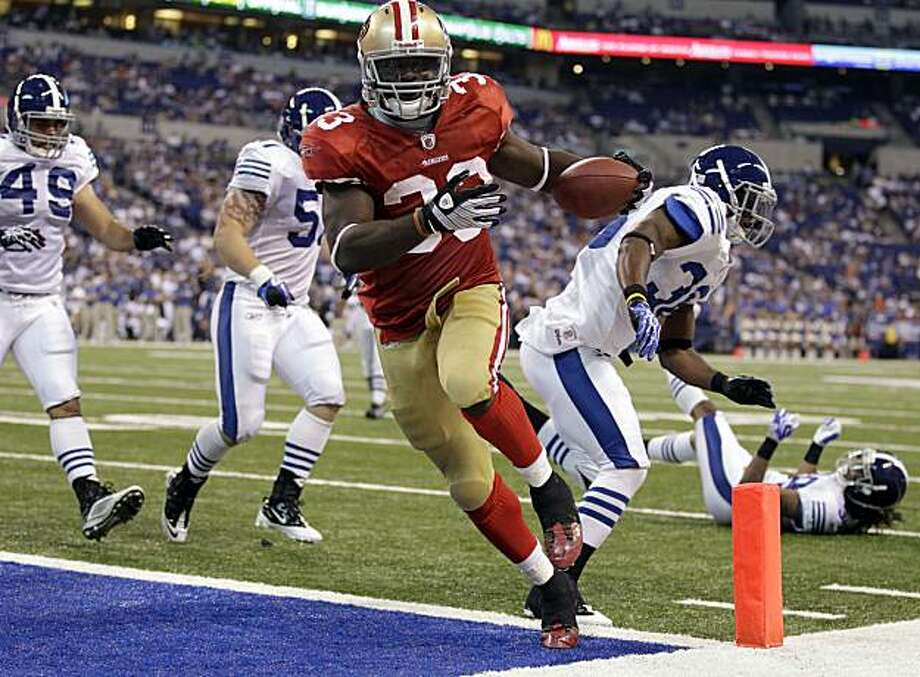 San Francisco 49ers running back Anthony Dixon, center, scores on a five-yard run against the Indianapolis Colts in the fourth quarter of an NFL preseason football game in Indianapolis, Sunday, Aug. 15, 2010. The 49ers defeated the Colts 37-17. Photo: Michael Conroy, AP