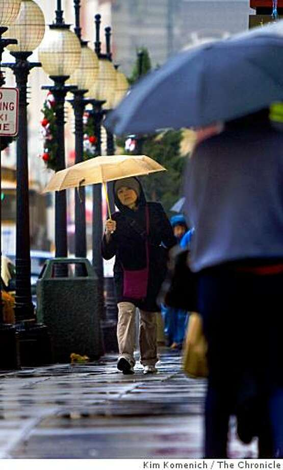 Pedestrians walk with their umbrellas on Powell Street near Post Street in San Francisco, Calif., on Friday, Jan. 2, 2009. Photo: Kim Komenich, The Chronicle