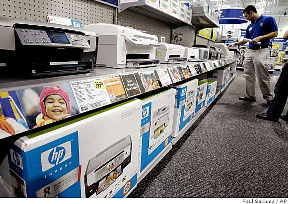 Hewlett Packard printers are on display at a Best Buy store in Mountain View, Calif., Saturday, Feb. 17, 2007. Hewlett-Packard Co. is scheduled to report its first quarter results after financial markets close, Tuesday, Feb. 20, 2007. (AP Photo/Paul Sakuma)Ran on: 02-21-2007 Photo: Paul Sakuma, AP