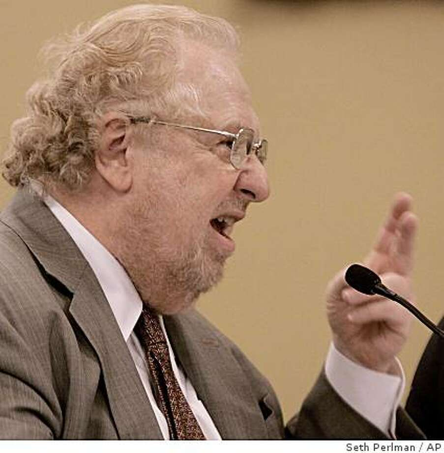 An attorney for Illinois Gov. Rod Blagojevich, Ed Genson, argues during the Illinois House Impeachment Committee Hearing at the Illinois State Capitol in Springfield, Ill., Monday, Dec. 29, 2008. Genson told a House committee that there's no evidence the governor ever took any illegal action to auction off a U.S. Senate seat or pressure the Chicago Tribune to fire its editorial writers. (AP Photo/Seth Perlman) Photo: Seth Perlman, AP