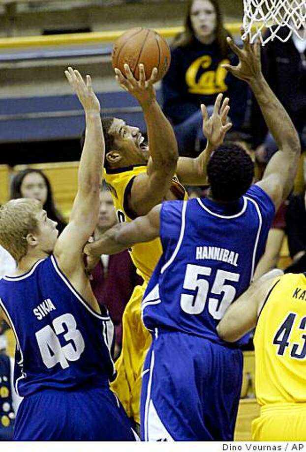 California's Jamal Boykin, center, drives to the basket guarded by Portland's Luke Sikma (43) and Jasonn Hannibal in the first half of the championship game of the Golden Bear Classic college basketball tournament, Sunday, Dec. 28, 2008 in Berkeley. Photo: Dino Vournas, AP