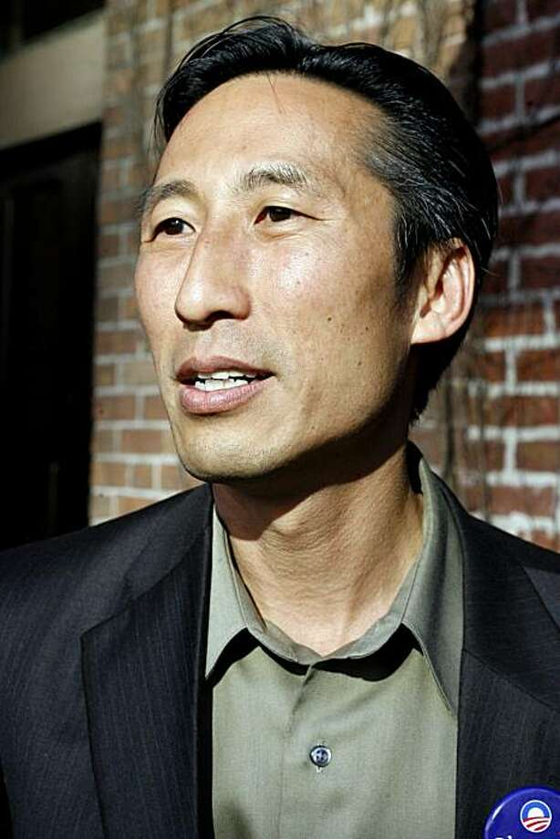 "Supervisor candidate Eric Mar is raising money by hosting a ""Watch Obama's Speech"" party at Roe Restaurant in San Francisco, Calif. on Thursday, August 28, 2008. Photo: Katy Raddatz, The Chronicle"