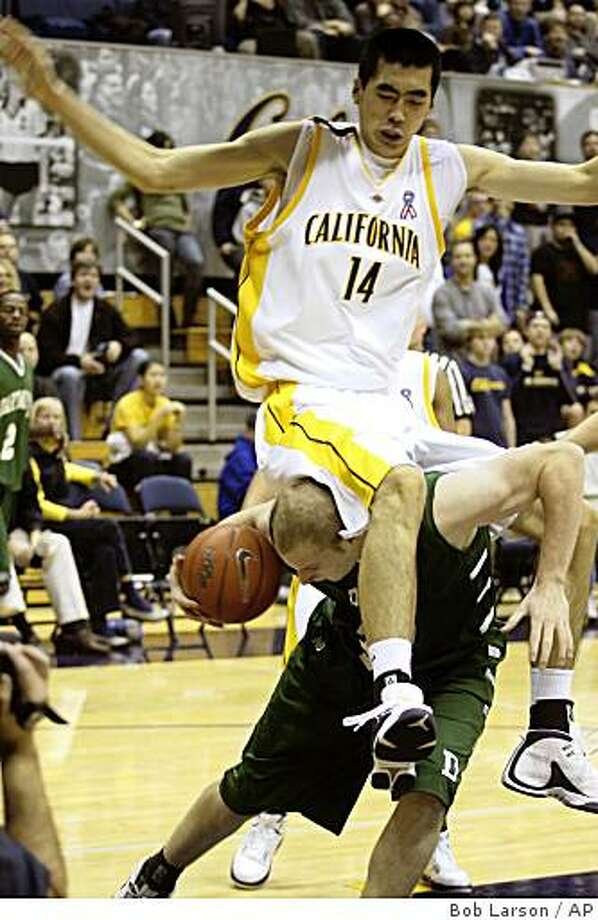 Dartmouth's Elgin Fitzgerald drives to the basket under California's Max Zhang (14) during the first half of the Golden Bear Classic NCAA college basketball tournament in Berkeley, Calif., Saturday, Dec. 27, 2008. (AP Photo/Bob Larson) Photo: Bob Larson, AP