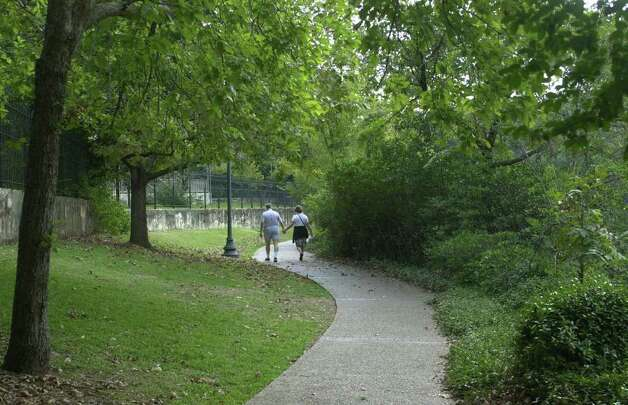 A couple takes a lover's stroll through the King William neighborhood. Photo: ROBERT MCLEROY, SAN ANTONIO EXPRESS-NEWS / SAN ANTONIO EXPRESS-NEWS