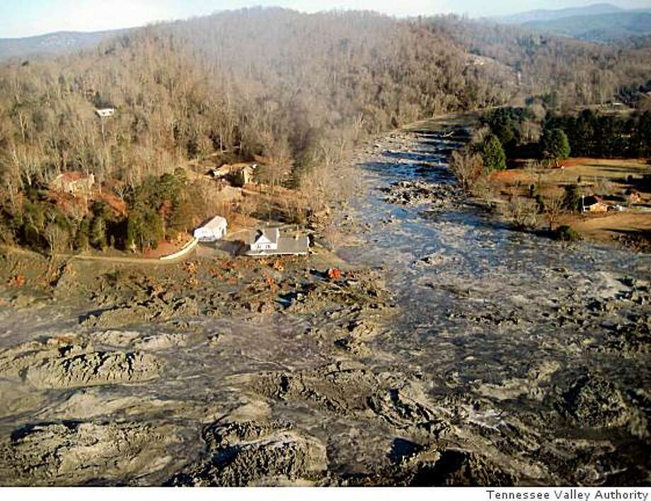 (NYT15) HARRIMAN, TN -- December 24, 2008 -- TENN-SLUDGE-SPILL-2 -- Photo provided by the Tennessee Valley Authority a photo of one of the largest spills of coal ash in the country�s history by the Kingston Fossil Plant in Harriman, Tenn. on Tues., Dec. 23, 2008. The site lay largely untouched over hundreds of acres of land and trailed into the Tennessee River Wednesday as officials and environmentalists argued over the potential toxicity of the muddy ash, which is known to contain heavy metals like selenium, arsenic and lead. (Tennessee Valley Authority via The New York Times) Photo: Tennessee Valley Authority, NYT