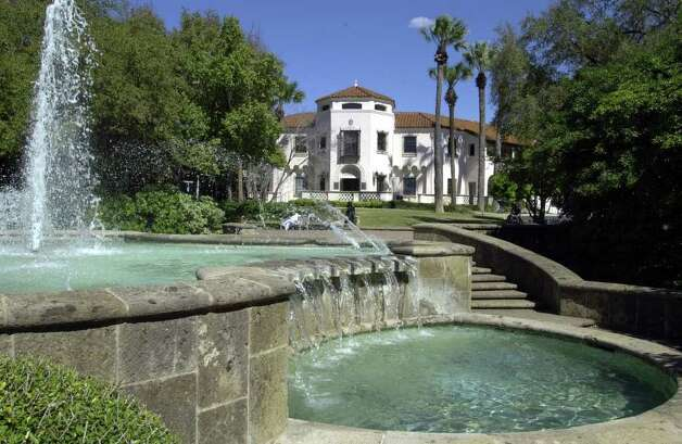 Art and romance merge at the McNay Art Museum. Photo: ROBERT MCLEROY, SAN ANTONIO EXPRESS-NEWS / SAN ANTONIO EXPRESS-NEWS