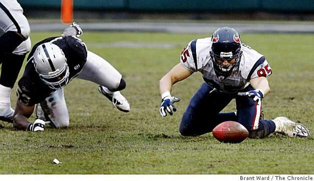 Houston Texans' tight end Joel Dreessen (85) recovers his own fumble in the second half. Photo: Brant Ward, The Chronicle