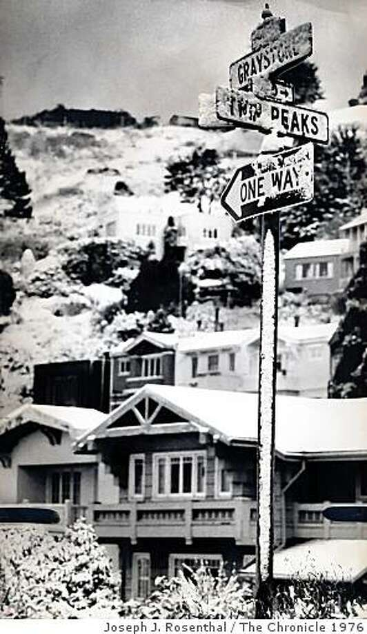 February 5, 1976 - Snow blankets the rooftops near Graystone and Twin Peaks Blvd. in the Twin Peaks neighborhood of San Francisco, CA. Photo: Joseph J. Rosenthal, The Chronicle 1976