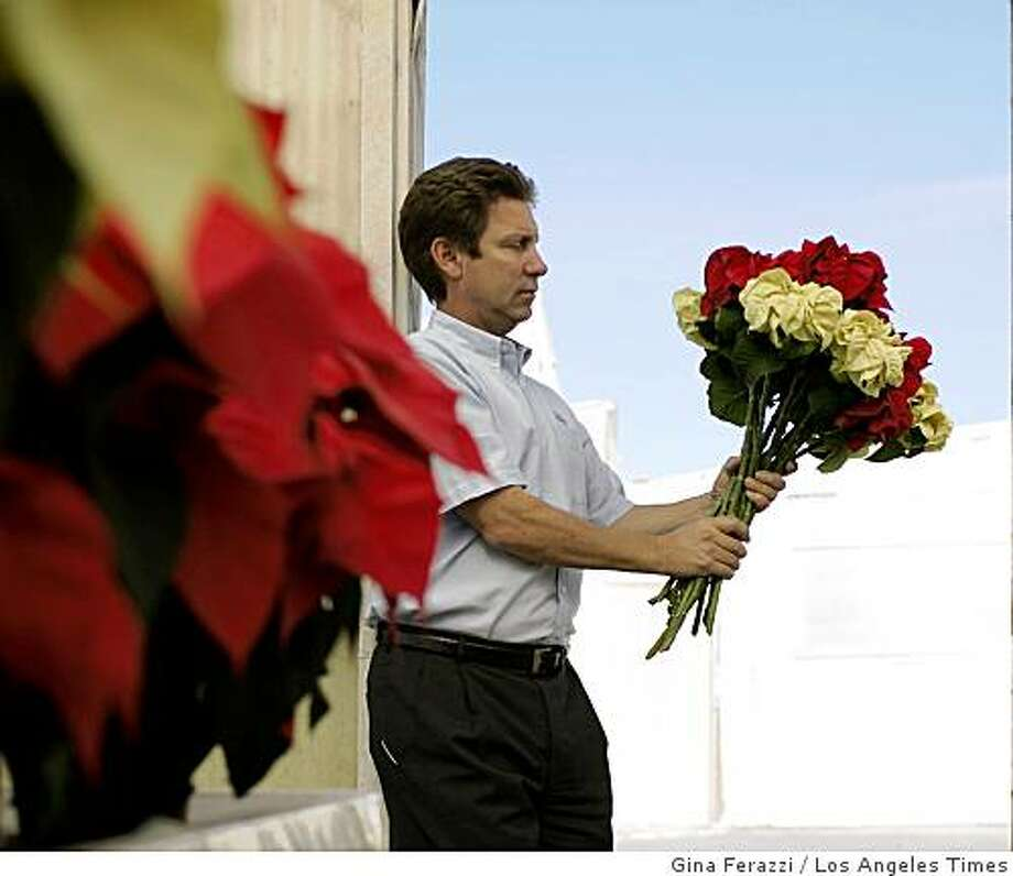 Paul Ecke III holds a bouquet of poinsettia flowers at his family's ranch in Encinitas, Calif. Illustrates POINSETTIA (category a) by Mike Anton (c) 2008, Los Angeles Times. Moved Tuesday, Dec. 23, 2008. (MUST CREDIT: Los Angeles Times photo by Gina Ferazzi.) Paul Ecke III holds a bouquet of poinsettia flowers at his family's ranch in Encinitas, Calif. Illustrates POINSETTIA (category a) by Mike Anton (c) 2008, Los Angeles Times. Moved Tuesday, Dec. 23, 2008. (MUST CREDIT: Los Angeles Times photo by Gina Ferazzi.) Photo: Gina Ferazzi, Los Angeles Times