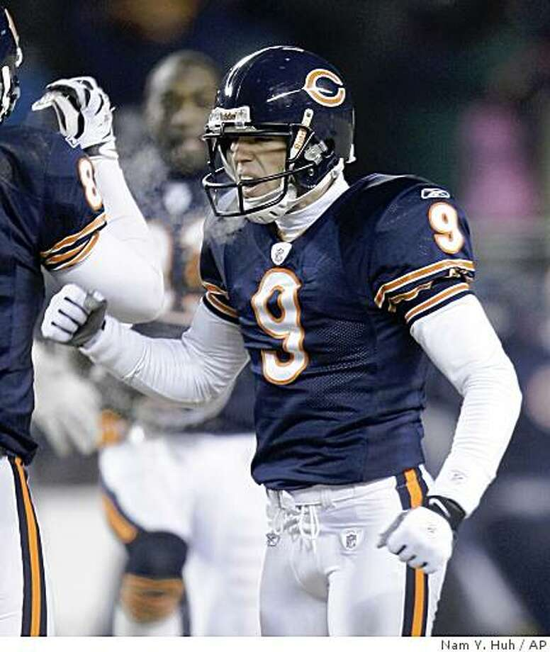 Chicago Bears place kicker Robbie Gould celebrates after kicking a 38-yard game-winning field goal to defeat the Green Bay Packers in overtime of an NFL football game at Soldier Field in Chicago Monday, Dec. 22, 2008.  (AP Photo/Nam Y. Huh) Photo: Nam Y. Huh, AP