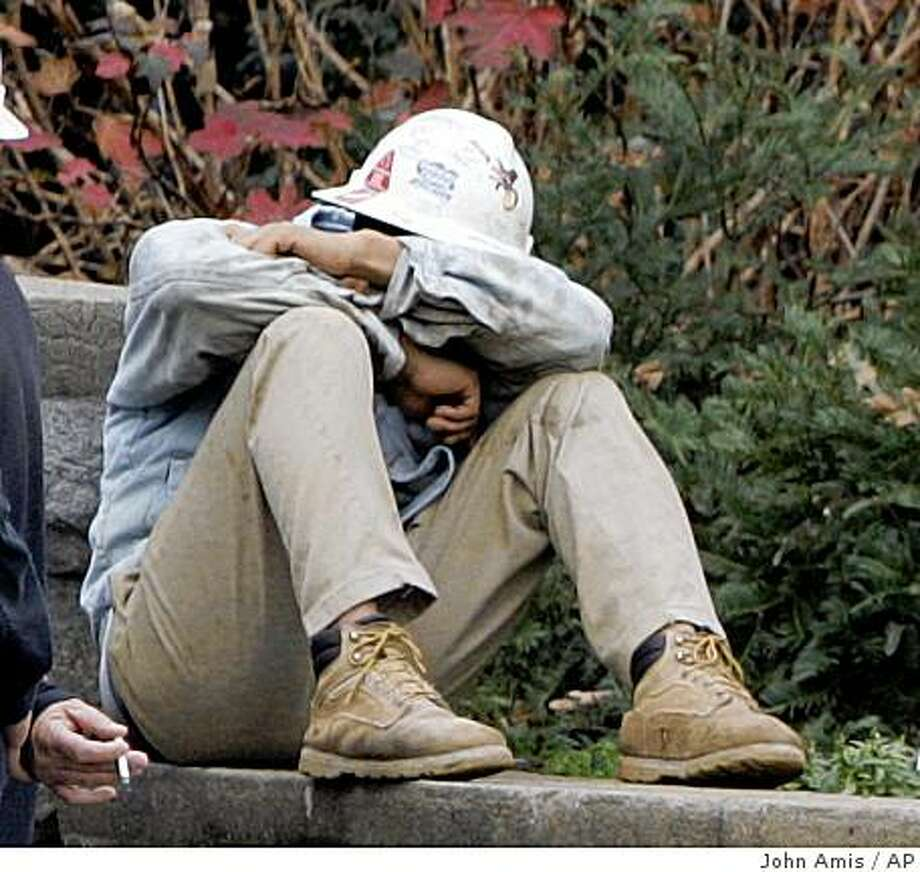 **CORRECTS DATE TO FRIDAY DEC. 19**An unidentified construction worker sits on a wall near where a walkway under construction collapsed at the Atlanta Botanical Garden in Atlanta, Friday, Dec. 19, 2008. (AP Photo/John Amis) Photo: John Amis, AP