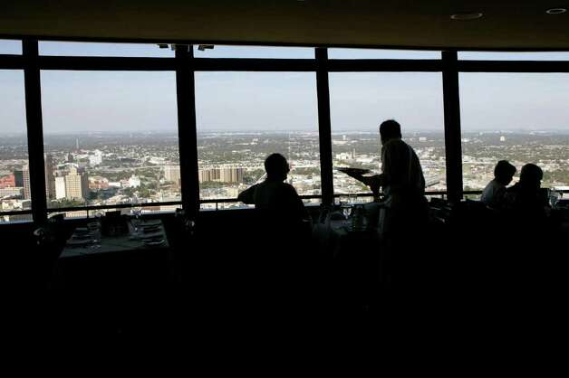 The Chart House at the top of the Tower of the Americas. Photo: KEVIN GEIL, EXPRESS-NEWS FILE PHOTO / SAN ANTON IO EXPRESS-NEWS
