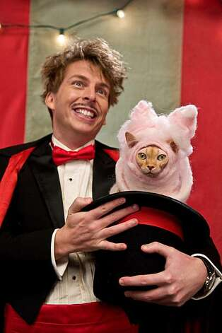 "(L-r) JACK McBRAYER as Chuck and KITTY GALORE, voiced by BETTE MIDLER in Warner Bros. Pictures' and Village Roadshow Pictures' comedy ""CATS & DOGS: THE REVENGE OF KITTY GALORE,"" a Warner Bros. Pictures release. Photo: Kimberly French, Warner Bros. Pictures"