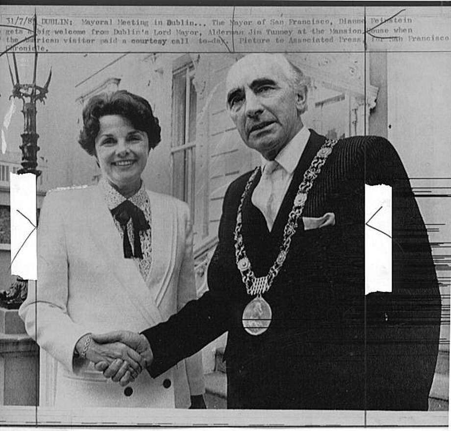 San Francisco Mayor Dianne Feinstein met with Dublin's Lord Mayor, Alderman Jim Tunney in Ireland in 1985.  Photo was taken: 07/31/1985. Photo: File, 1985, Associated Press