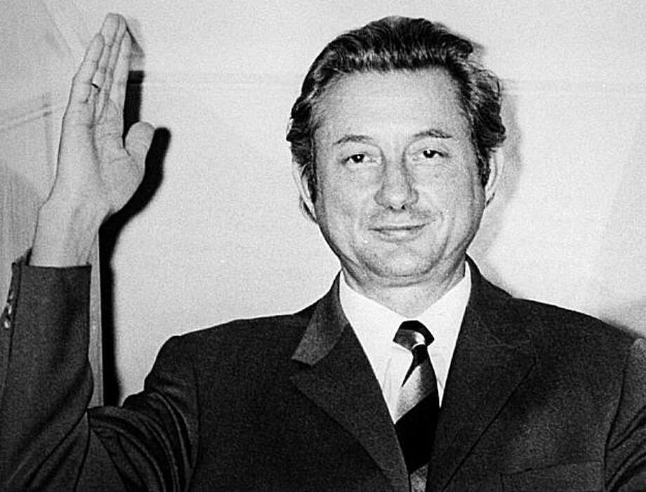 (FILES) - Picture taken on December 17, 1971 shows Theo Albrecht, the joint founder of budget supermarket giant Aldi, waving at his villa in the western German city of Essen. Albrecht has died on July 14, 2010 aged 88, the firm said on July 28, 2010. Photo: Roland Scheidemann, AFP/Getty Images