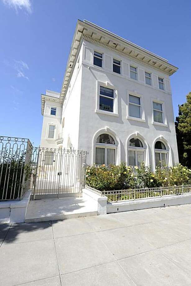 A shot of 2100 Vallejo for Curb Appeal. Photo: Ashley Munro, Sf.BlockShopper.com