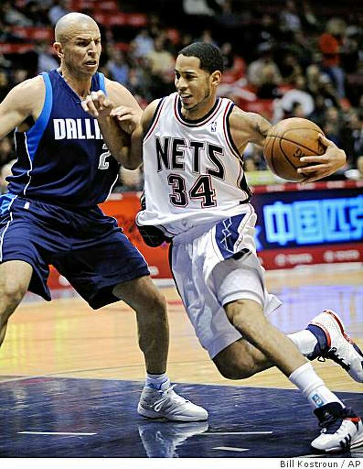 New Jersey Nets' Devin Harris, right, drives to the basket as he is guarded by Dallas Mavericks' Jason Kidd during the first quarter of an NBA basketball game Friday night, Dec. 19, 2008, in East Rutherford, N.J. (AP Photo/Bill Kostroun) Photo: Bill Kostroun, AP