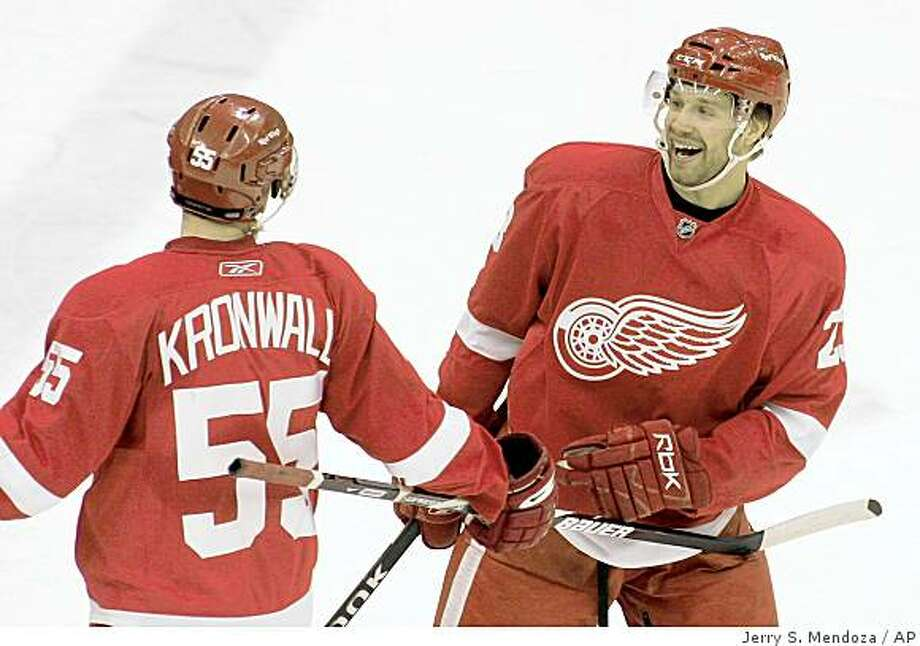 Detroit Red Wings' Brad Stuart, right, is congratulated on his goal by teammate Niklas Kronwall, of Sweden, during the third period against the San Jose Sharks in a game Thursday, Dec. 18, 2008, in Detroit. The Red Wings won 6-0. Photo: Jerry S. Mendoza, AP