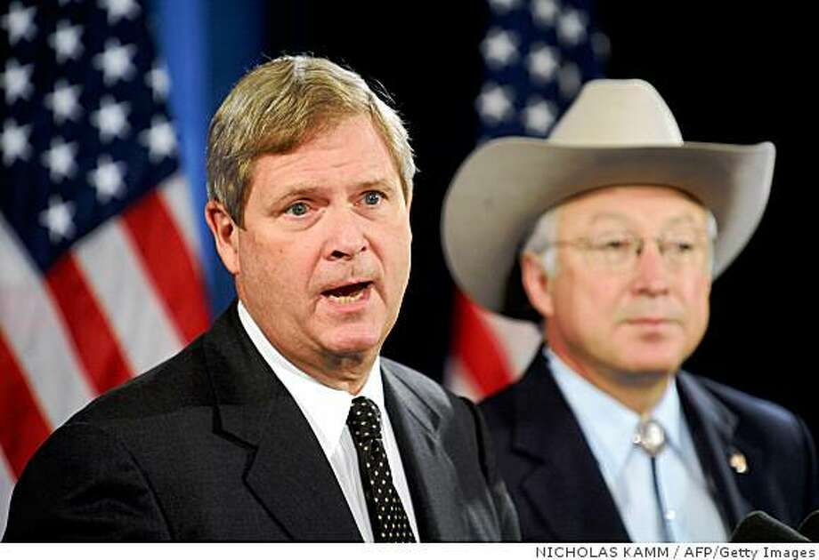 Agriculture secretary nominee Tom Vilsack (L) speaks as interior secretary nominee Ken Salazar looks on during a press conference with president-elect Barack Obama in Chicago on Dec. 17, 2008. Photo: NICHOLAS KAMM, AFP/Getty Images