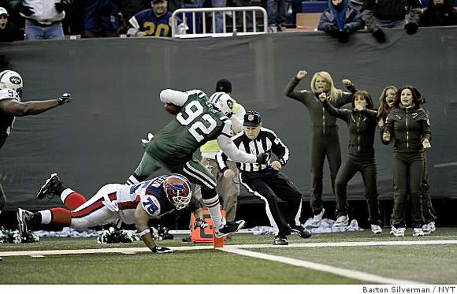 (NYT3) EAST RUTHERFORD, NJ - Dec 14 2008 -- FBN-JETS-BILLS-3 --The New York Jets Shaun Ellis, #92, scoring the winning touchdown after recovering a fumble by Buffalo Bills quarterback J.P. Losman in the fourth quarter of play during their game Sunday, Dec. 14, 2008 at Giants Stadium in East Rutherford, N.J. The Jets defeated the Bills, 31-27. (Barton Silverman/The New York Times) Photo: Barton Silverman, NYT