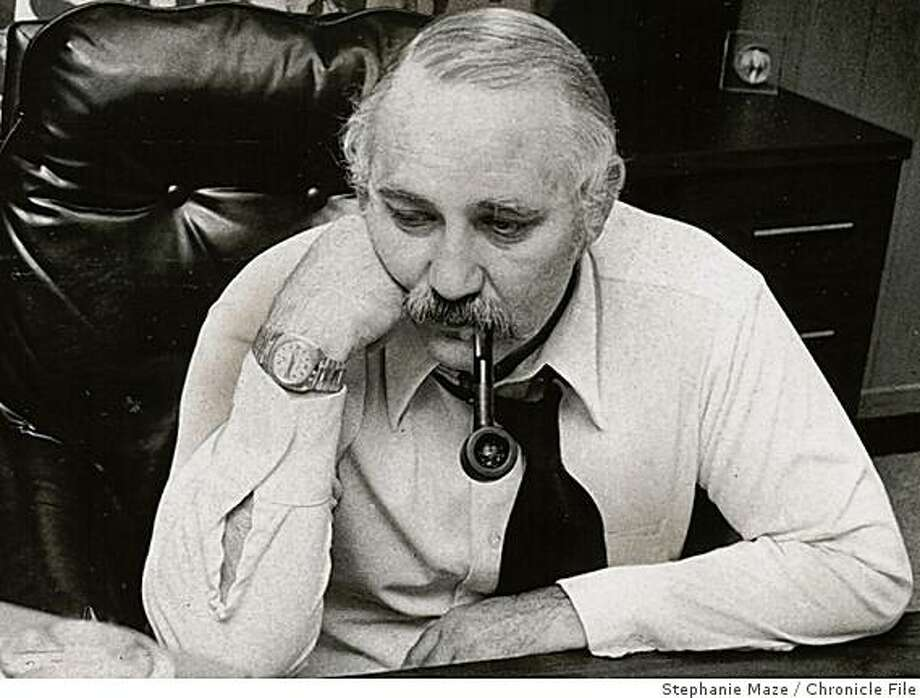 vertlieb obit_2.jpg03/27/1976 - Golden State Warriors general manager Dick Vertlieb watches a Warriors game on TV at the Oakland Arena. Vertlieb usually watched the games on television as they were happening, instead of live from a seat in the arena.Stephanie Maze/Chronicle File Photo: Stephanie Maze, Chronicle File