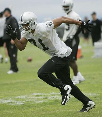 Oakland Raiders wide receiver Chaz Schilens (81) runs drills during NFL football Organized Team Activities (OTA) at Raiders headquarters in Alameda, Calif., Wednesday, June 9, 2010. Schilens has made an early return from offseason surgery on his left foot. Photo: Paul Sakuma, AP