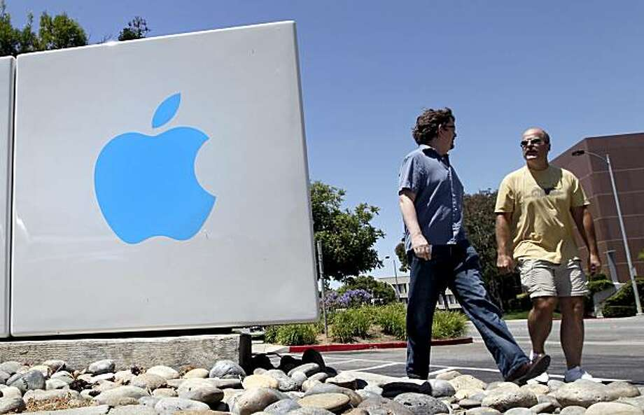 Pedestrians walk by a sign outside Apple Inc. headquarters in Cupertino, California, U.S., on Friday, July 16, 2010. Apple Inc. will report that profit rose 58 percent, analysts predict, reflecting demand for the iPad tablet and early sales of the iPhone 4. Photographer: Tony Avelar/Bloomberg Photo: Tony Avelar, Bloomberg