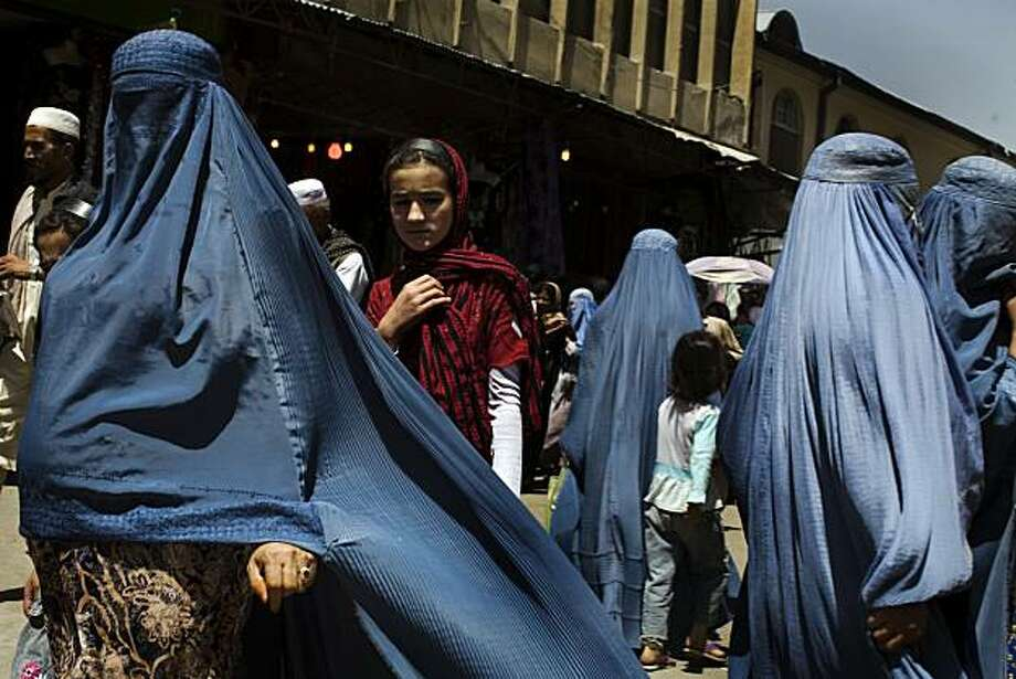 Women walk at a street market in downtown Kabul, Afghanistan, Monday, July 12, 2010. Photo: Rodrigo Abd, Associated Press