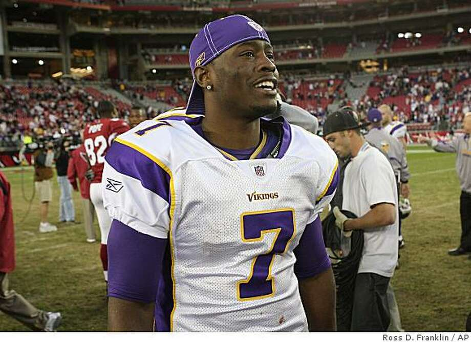 Minnesota Vikings' Tarvaris Jackson (7) smiles as he walks off the field after he led the Vikings to a win over the Arizona Cardinals in an NFL football game Sunday, Dec. 14, 2008, in Glendale, Ariz. The Vikings defeated the Cardinals 35-14. (AP Photo/Ross D. Franklin) Photo: Ross D. Franklin, AP