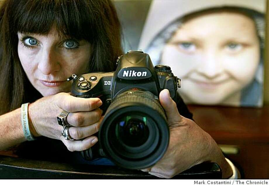 Jefferson Award winner Karen Henrich, who founded Moment by Moment, a group of photographers who document the experiences of children with life threatening illnesses poses in Alamo, Calif. on Wednesday, December 10, 2008. Photo: Mark Costantini, The Chronicle
