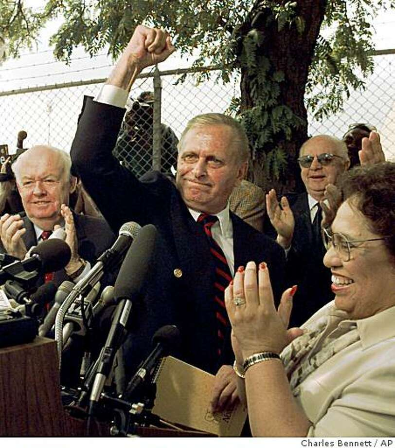** FILE ** In this Wednesday Aug. 6, 1997 file photo, Teamsters President Ron Carey gestures after addressing striking UPS workers, as AFL-CIO President John Sweeney, left, and AFL-CIO Executive Vice President Linda Chavez-Thompson, applaud in Chicago. Carey, who pledged to rid the union of mob corruption but was later forced from leadership in a financial scandal, has died at age 72, his son said Friday, Dec. 12, 2008. (AP Photo/Charles Bennett) Photo: Charles Bennett, AP