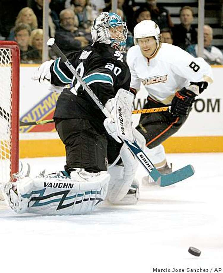 San Jose Sharks goalie Evgeni Nabokov, of Kazakhstan, left, stops as shot on goal from Anaheim Ducks right wing Teemu Selanne (8), of Finland, during the first period of an NHL hockey game in San Jose, Calif. on Thursday, Dec. 11, 2008.(AP Photo/Marcio Jose Sanchez) Photo: Marcio Jose Sanchez, AP