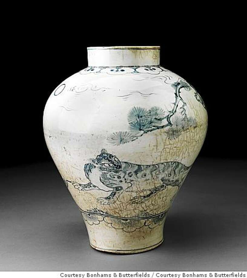A blue-and-white porcelain jar from the Joseon Dynasty brought $4.1 million at an auction in San Francisco on Tuesday. Photo: Courtesy Bonhams & Butterfields