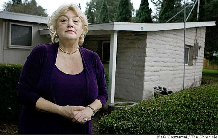 Annette Young poses in front of her new rented cottage in Cotati, Calif. on Tuesday, November 25, 2008. Photo: Mark Costantini, The Chronicle