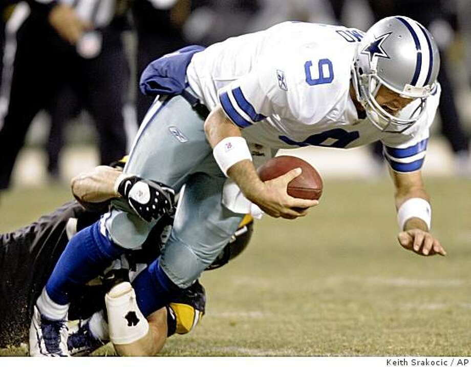 Pittsburgh Steelerslinebacker James Farrior, left, sacks  Dallas Cowboys quarterback Tony Romo in the third quarter of the football game in Pittsburgh, Sunday, Dec. 7, 2008. The Steelers won 20-13.(AP Photo/Keith Srakocic) Photo: Keith Srakocic, AP