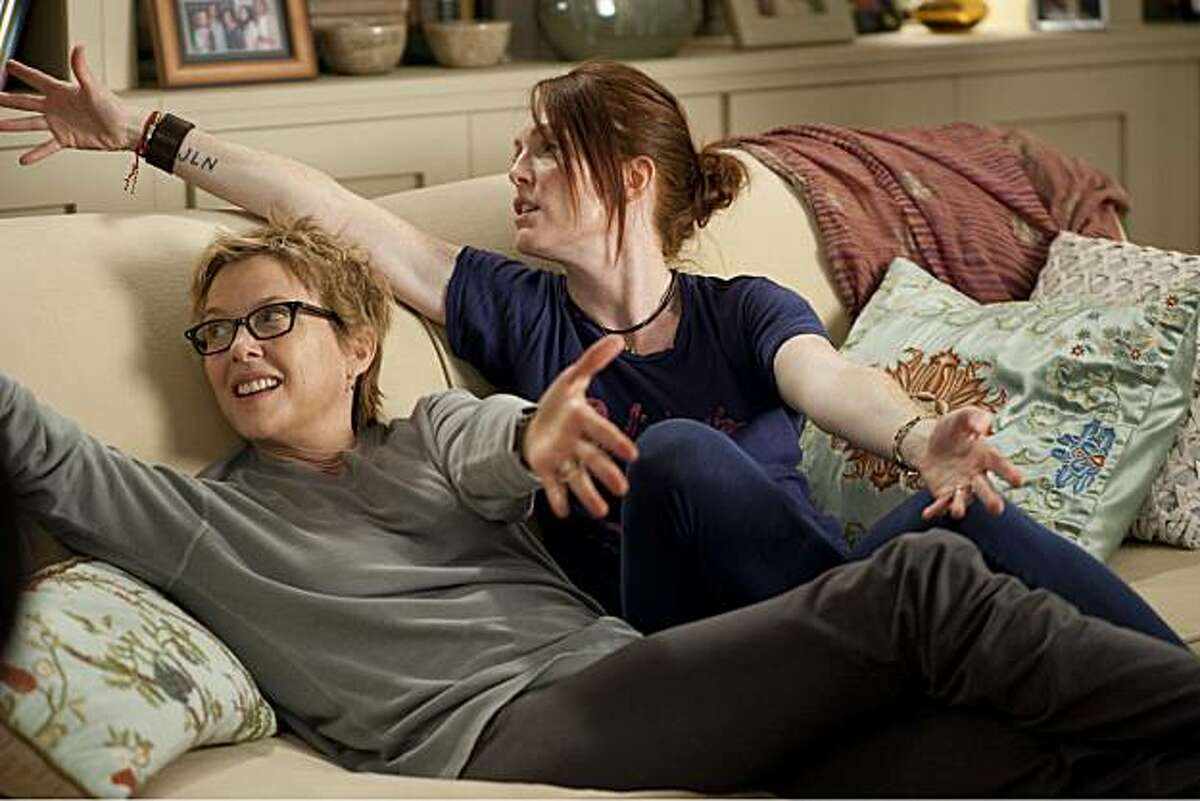 Annette Bening (left) and Julianne Moore (right) star as Nic and Jules in Lisa Cholodenko?•s THE KIDS ARE ALL RIGHT, a Focus Features release.