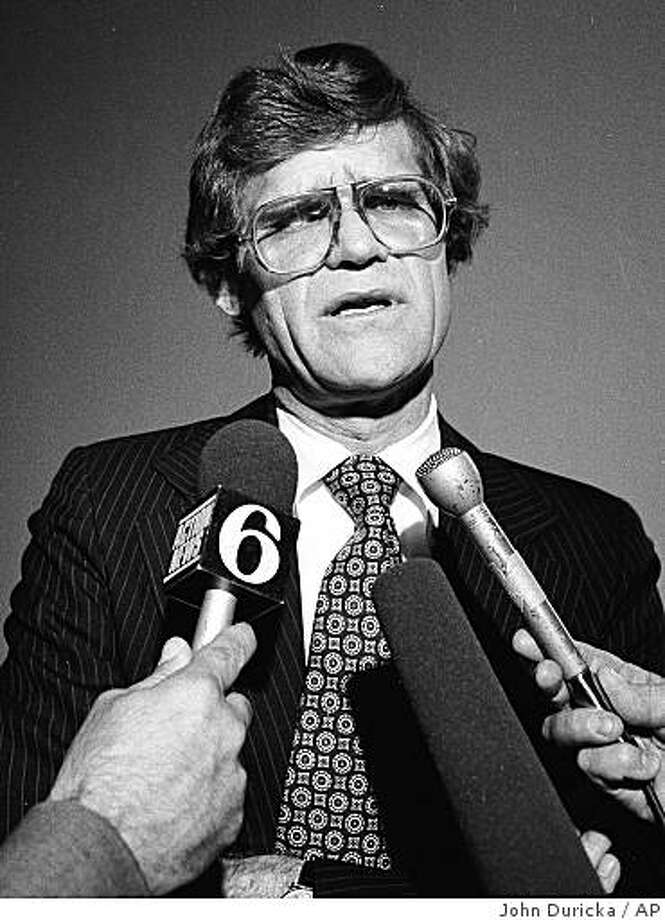 **FILE** This May 28, 1980, file photo shows U.S. Rep. Raymond F. Lederer, D-Pa., as he talks to reporters outside his office in Washington. Lederer, a Democratic politician who was imprisoned for taking a bribe in the FBI's famed Abscam investigation, has died of lung cancer, Monday, Dec. 1, 2008. He was 70.  (AP Photo/John Duricka, File) Photo: John Duricka, AP